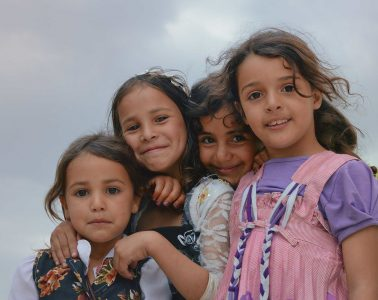 https://commons.wikimedia.org/wiki/File:Sana%27a_Girls,_Yemen_(11703026235).jpg